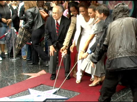 johnny grant and destiny's child unveil their star on the walk of fame at the dedication of destiny's child's star on walk of fame at hollywood... - destiny's child stock-videos und b-roll-filmmaterial