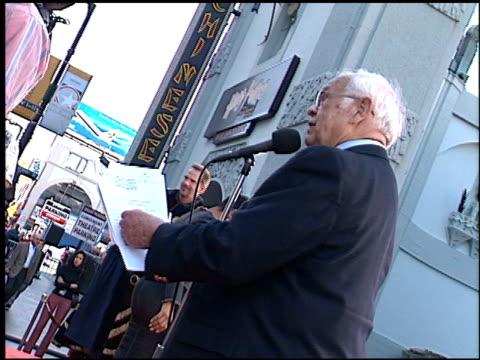 johnny grant at the dedication of martin lawrence's footprints at grauman's chinese theatre in hollywood, california on november 19, 2001. - マン・シアターズ点の映像素材/bロール