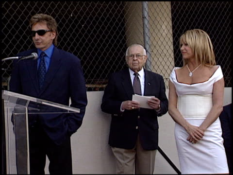 vídeos de stock, filmes e b-roll de johnny grant at the dediction of suzanne somers' walk of fame star at the hollywood walk of fame in hollywood california on january 24 2003 - suzanne somers
