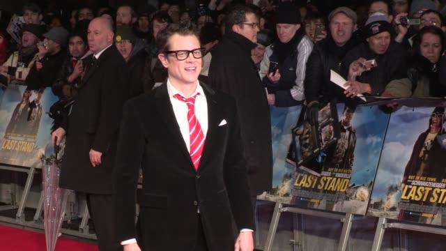vídeos y material grabado en eventos de stock de johnny knoxville at 'the last stand' uk premiere at empire leicester square on january 22 2013 in london england - el último desafío