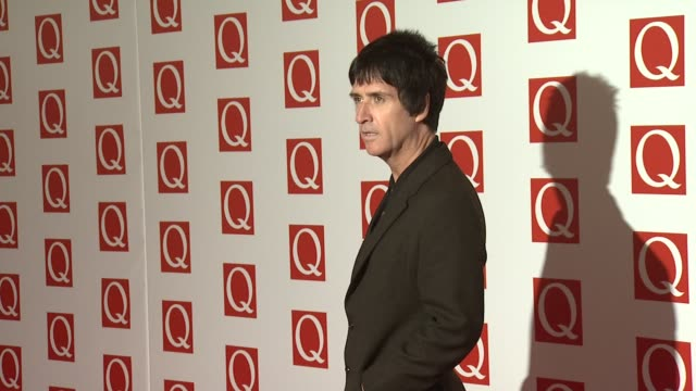 johnny marr at the q awards 2012 at the grosvenor house hotel on october 22 2012 in london england - ジョニー マー点の映像素材/bロール