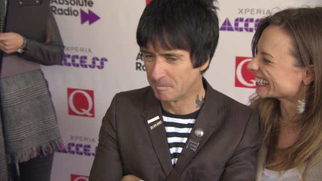 johnny marr at xperia access q awards at grosvenor house on october 22 2014 in london england - ジョニー マー点の映像素材/bロール