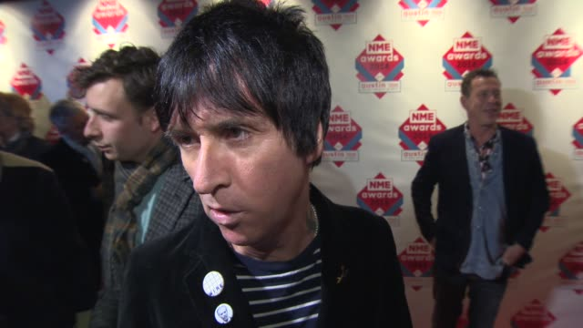 interview johnny marr on uk rock culture and the nme awards at nme awards 2014 at brixton academy on february 24 2014 in london england - ジョニー マー点の映像素材/bロール