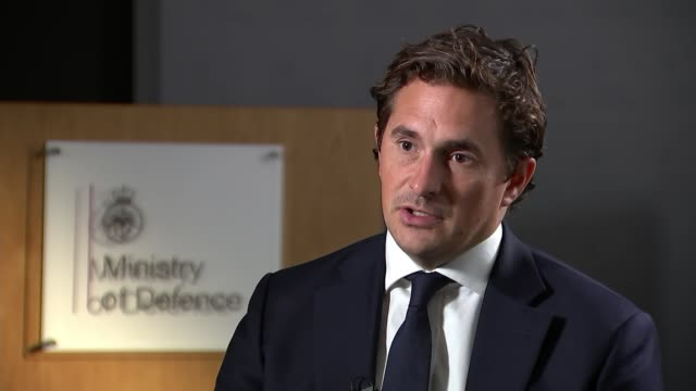 johnny mercer vows to do more for veterans suffering from ptsd england london westminster ministry of defence int johnny mercer mp interview sot... - ministero della difesa video stock e b–roll