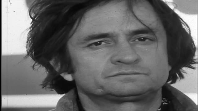 johnny standing outside plane . syd interviews johnny about his leaving and what he has seen in australia that has reminded him of old america and... - johnny cash stock videos & royalty-free footage
