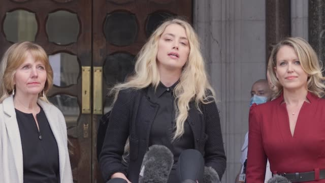 johnny's depp's ex-wife amber heard gives a statement outside the royal courts of justice in london, on the last day of his libel case against the... - 文書による名誉棄損点の映像素材/bロール