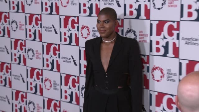 stockvideo's en b-roll-footage met ej johnson at los angeles lgbt center's 48th anniversary gala vanguard awards in los angeles ca - anniversary gala vanguard awards