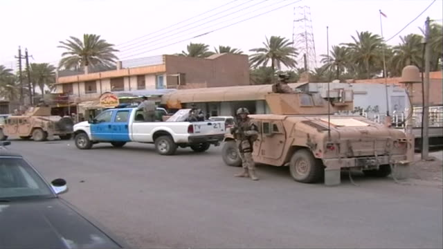 ws joint us and iraqi patrol on street, haditha, al anbar, iraq - イラク点の映像素材/bロール