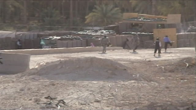 ws pan joint us and iraqi patrol outside military base, barwana, al anbar, iraq - イラク点の映像素材/bロール