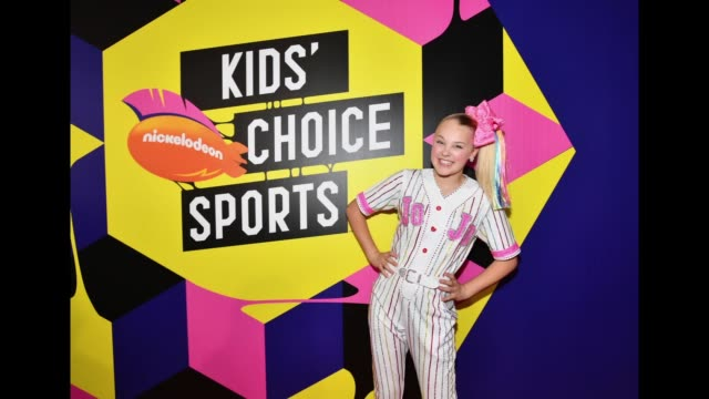 jojo siwa attends the nickelodeon kids' choice sports 2018 at barker hangar on july 19 2018 in santa monica california - barker hangar stock videos & royalty-free footage