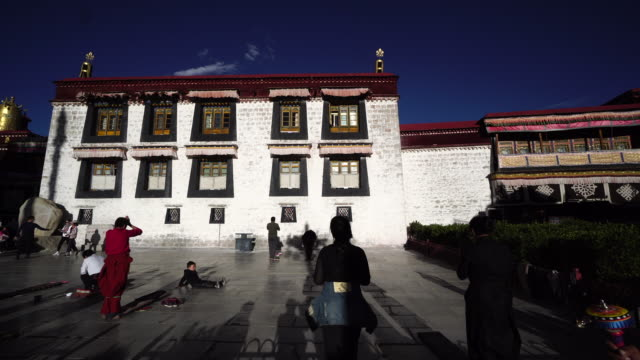 jokhang temple one of the holiest sites of tibetan buddhism and listed on unesco world cultural heritage - pilger stock-videos und b-roll-filmmaterial