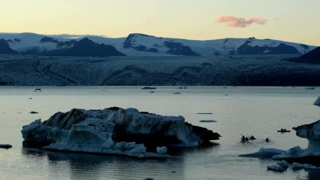 jokulsarlon glacial lagoon lagoon in iceland - kayak stock videos & royalty-free footage