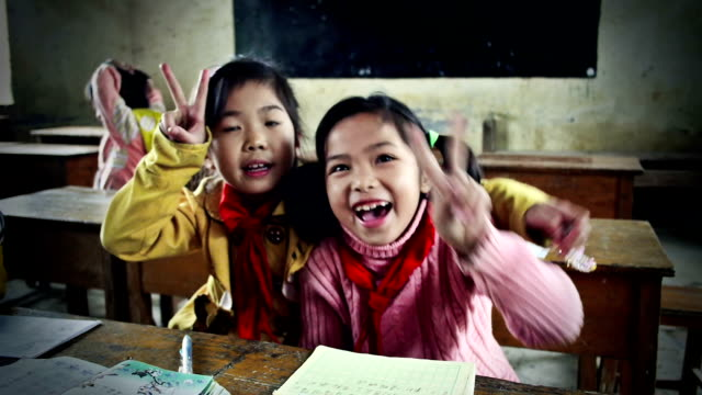 stockvideo's en b-roll-footage met jolly chinese school children - person in education