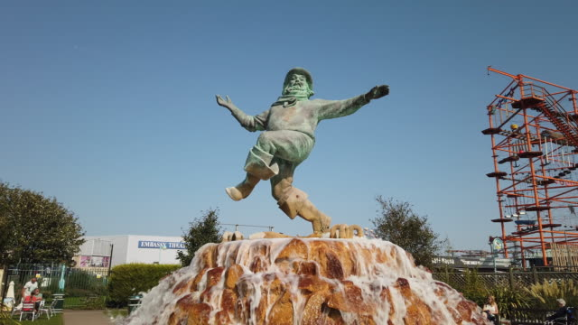 jolly fisherman statue at the seaside holiday resort of skegness in lincolnshire england. - sculpture stock videos & royalty-free footage