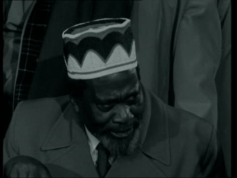 jomo kenyatta in england: interview; england: london: lap : int jomo kenyatta : he has come because of the urgency of the situation. that is not so... - {{relatedsearchurl(carousel.phrase)}} video stock e b–roll
