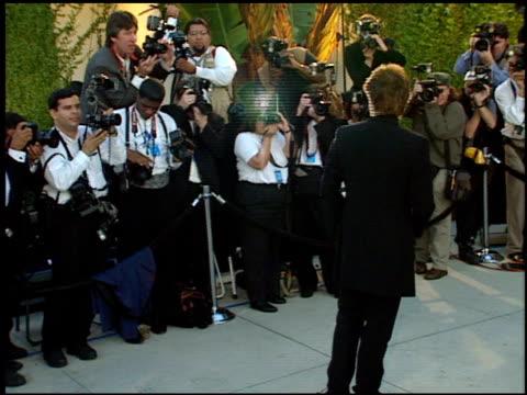 vídeos de stock e filmes b-roll de jon bon jovi at the 1998 academy awards vanity fair party at morton's in west hollywood california on march 23 1998 - 70.ª edição da cerimónia dos óscares