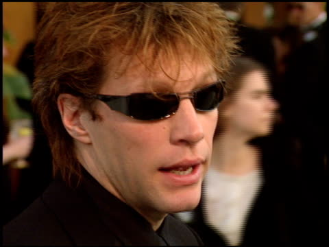 stockvideo's en b-roll-footage met jon bon jovi at the 1998 academy awards vanity fair party at morton's in west hollywood california on march 23 1998 - 70e jaarlijkse academy awards