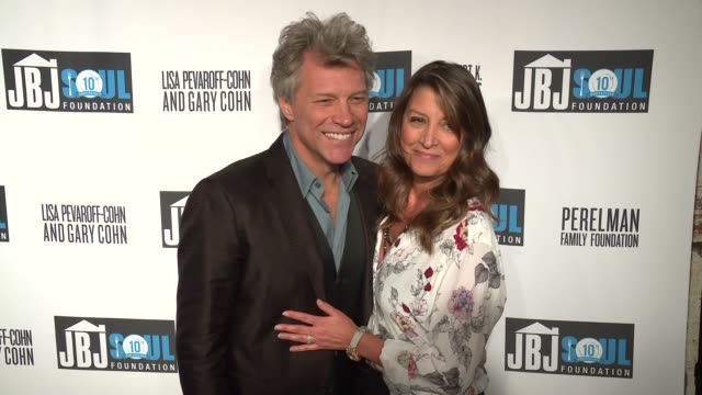 vídeos de stock, filmes e b-roll de jon bon jovi, dorothea hurley at jon bon jovi soul foundation 10 year anniversary at the garage on october 6, 2016 in new york city. - data especial