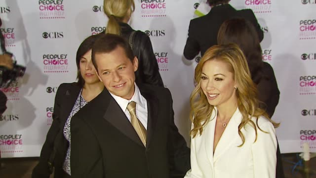 jon cryer and guest at the 2007 people's choice awards arrivals at the shrine auditorium in los angeles california on january 9 2007 - jon cryer stock videos and b-roll footage
