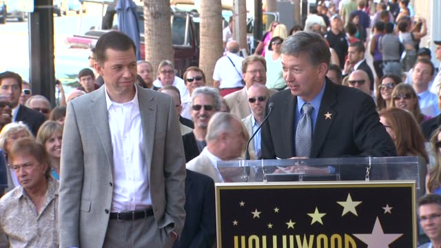 jon cryer leron gubler at the jon cryer honored with star on the hollywood walk of fame at hollywood ca - jon cryer video video stock e b–roll