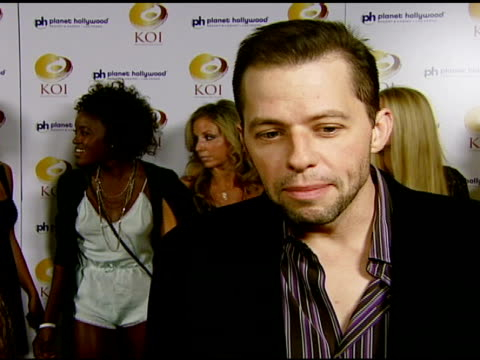 jon cryer on not being familiar with koi his favorite sushi dish and his holiday plans at the koi las vegas grand opening at planet hollywood in las... - jon cryer stock videos and b-roll footage