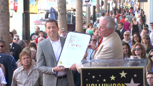 jon cryer receiving his star on the hollywood walk of fame at the jon cryer honored with star on the hollywood walk of fame at hollywood ca - jon cryer video video stock e b–roll