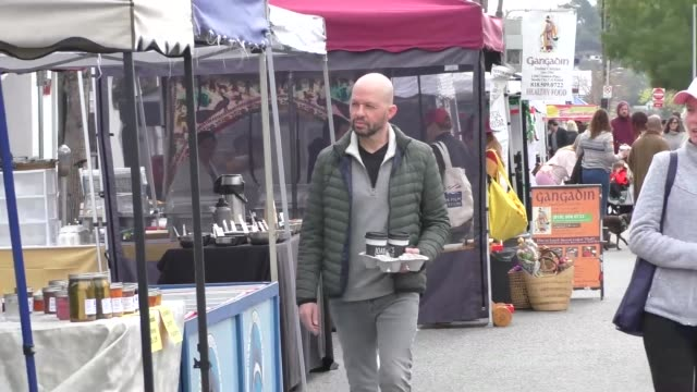 jon cryer shops at a farmers market in studio city at celebrity sightings in los angeles on march 14 2020 in los angeles california - jon cryer video video stock e b–roll