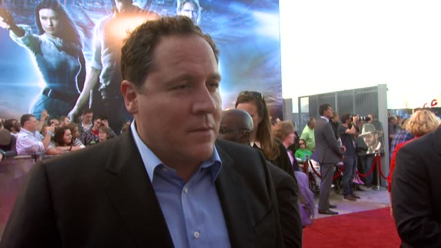 jon favreau on the script those involved the characters a great story and more at the cowboys aliens uk premiere at london england - cowboys & aliens stock videos and b-roll footage