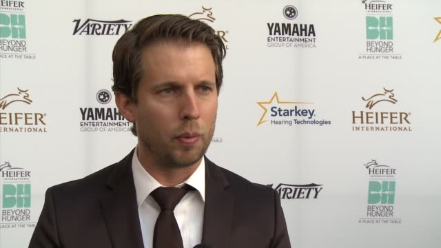 jon heder the event, heifer international and what makes it unique, and what projects he's working on - heifer international hosts 3rd annual beyond... - モンタージュ・ビバリーヒルズ点の映像素材/bロール