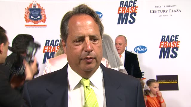 jon lovitz on being a part of the night and supporting race to erase if he watched the royal wedding and what he thought at the the 18th annual race... - ナンシー デイヴィス点の映像素材/bロール
