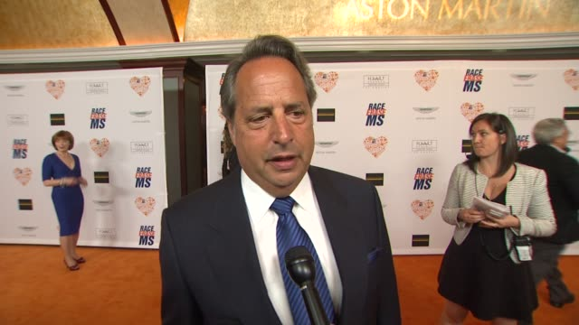 jon lovitz on being a part of the night, what he appreciates about the work nancy davis is doing, what she's most looking forward to at the 21st... - ナンシー デイヴィス点の映像素材/bロール