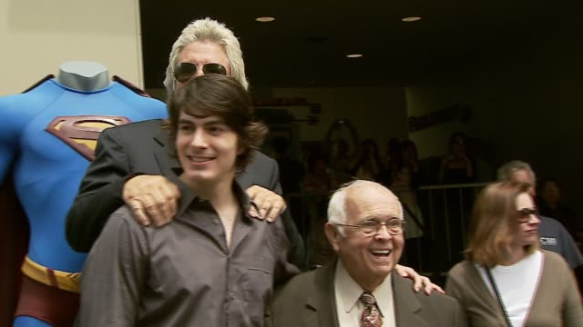 jon peters brandon routh and johnny grant at the dedication of jon peters' walk of fame star at the hollywood walk of fame in hollywood california on... - brandon routh bildbanksvideor och videomaterial från bakom kulisserna