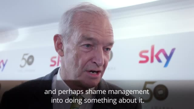 jon snow has said management at media companies should be shamed into ensuring equal pay for women the veteran journalist and channel 4 news... - jon snow journalist stock-videos und b-roll-filmmaterial