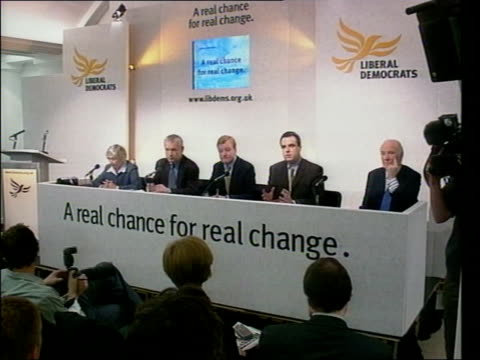 jon snow sitting among journalists lms top table at liberal democrat press conference matthew taylor press conference sot we are tilting tax system... - jon snow journalist stock-videos und b-roll-filmmaterial