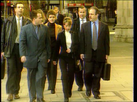 jon venables trip to manchester united angers denise bulger; lib england: london: high court denise fergus towards with others freeze to - ジョン ベナブルズ点の映像素材/bロール