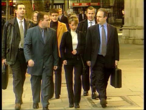 jon venables trip to manchester united angers denise bulger; lib england: london: high court denise fergus towards with others - ジョン ベナブルズ点の映像素材/bロール
