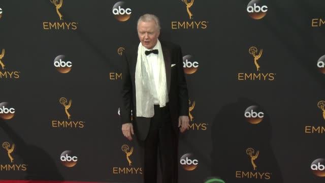 vídeos de stock, filmes e b-roll de jon voight at 68th annual primetime emmy awards arrivals in los angeles ca - primetime emmy awards