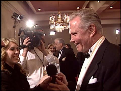 vídeos de stock, filmes e b-roll de jon voight at the 2005 dga director's guild of america awards at the beverly hilton in beverly hills california on january 29 2005 - director's guild of america