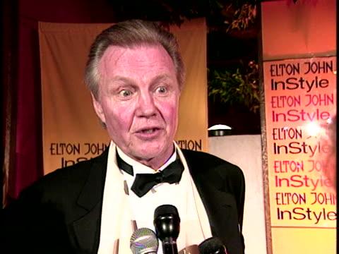 vídeos de stock, filmes e b-roll de jon voight at the academy awards elton john party at . - festa do oscar