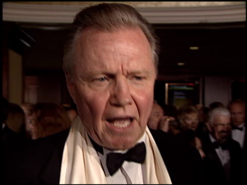 vídeos de stock, filmes e b-roll de jon voight at the dga director's guild of america awards at the century plaza hotel in century city california on march 2 2003 - director's guild of america