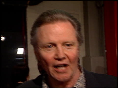 jon voight at the premiere of 'the beach' at grauman's chinese theatre in hollywood california on february 2 2000 - mann theaters stock-videos und b-roll-filmmaterial