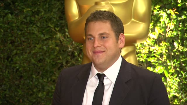 jonah hill at academy of motion picture arts and sciences' governors awards in hollywood ca on - 映画芸術科学協会点の映像素材/bロール