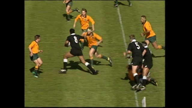 stockvideo's en b-roll-footage met jonah lomu scoring first of his two tries for new zealand secondary schools and making good run up field versus australian schools in 1993 - rugby sport