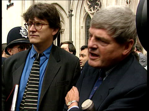 cc4n itn england london high court sign on wall 'the royal courts of justice' press and tv crews outside court pan guardian editor alan rusbridger... - dagger stock videos & royalty-free footage