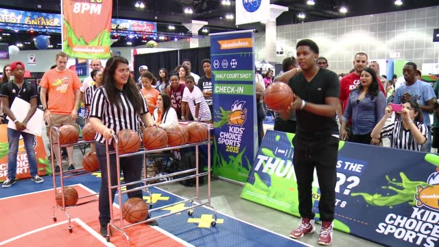 """vídeos de stock e filmes b-roll de jonathan at nickelodeon hosts basketball tryouts for kids' choice sports 2015 """"triple shot challenge"""" in los angeles, ca 6/27/15 - nickelodeon"""