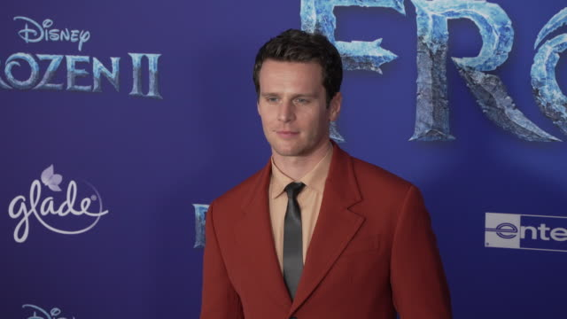 "jonathan groff at the ""frozen ii"" world premiere at dolby theatre on november 07, 2019 in hollywood, california. - 首映 個影片檔及 b 捲影像"