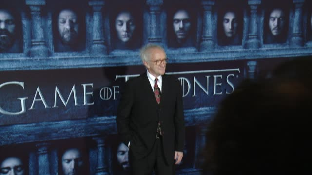 """jonathan pryce at the """"game of thrones - season 6"""" los angeles premiere at tcl chinese theatre on april 10, 2016 in hollywood, california. - ジョナサン・プライス点の映像素材/bロール"""