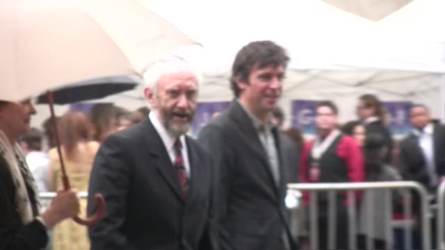 jonathan pryce at the prince of persia premiere grauman's chinese theatre in hollywood at the celebrity sightings in los angeles at hollywood ca. - ジョナサン・プライス点の映像素材/bロール