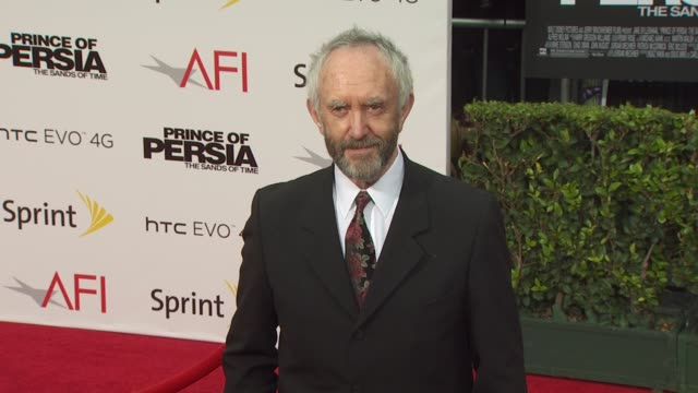 jonathan pryce at the 'prince of persia: the sands of time' premiere at hollywood ca. - ジョナサン・プライス点の映像素材/bロール