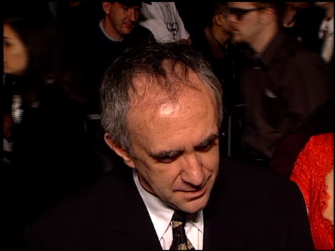 vídeos de stock, filmes e b-roll de jonathan pryce at the 'tomorrow never dies' premiere at dorothy chandler pavilion in los angeles, california on december 16, 1997. - série de filmes do james bond